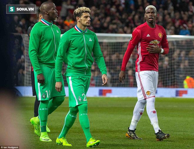 Ghi bàn dễ như lấy đồ trong túi, Ibrahimovic được phong Thánh trên Old Trafford - Ảnh 4.