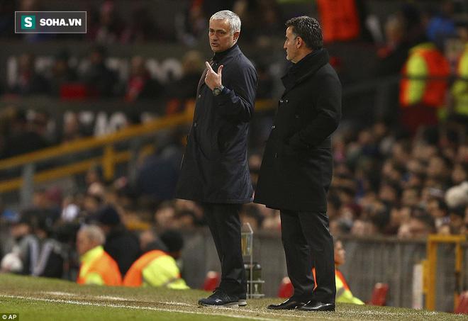 Ghi bàn dễ như lấy đồ trong túi, Ibrahimovic được phong Thánh trên Old Trafford - Ảnh 14.