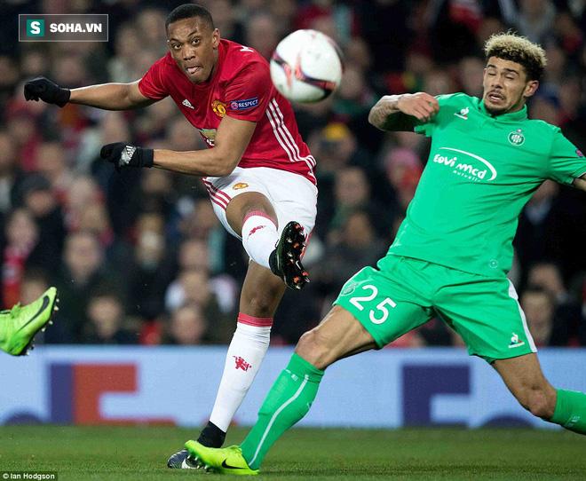Ghi bàn dễ như lấy đồ trong túi, Ibrahimovic được phong Thánh trên Old Trafford - Ảnh 17.
