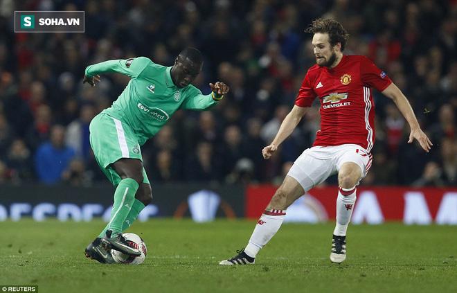 Ghi bàn dễ như lấy đồ trong túi, Ibrahimovic được phong Thánh trên Old Trafford - Ảnh 21.