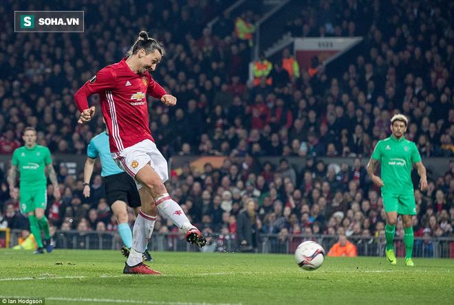 Ghi bàn dễ như lấy đồ trong túi, Ibrahimovic được phong Thánh trên Old Trafford - Ảnh 23.