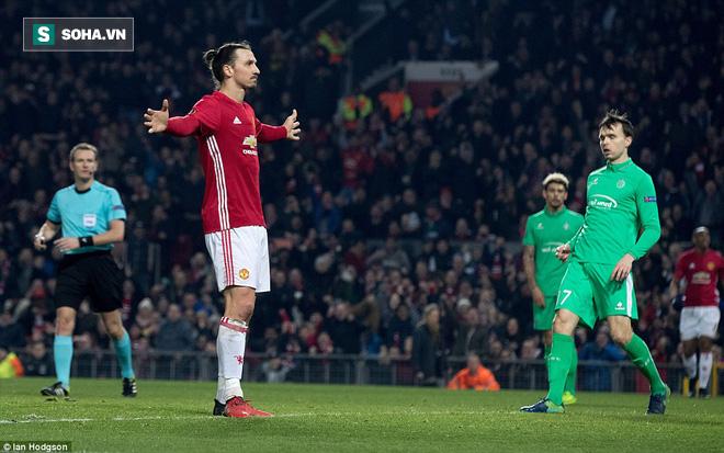 Ghi bàn dễ như lấy đồ trong túi, Ibrahimovic được phong Thánh trên Old Trafford - Ảnh 24.