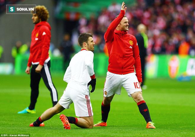 Chơi trò cút bắt, Ibrahimovic đưa Man United đăng quang trong nỗi lo thót tim - Ảnh 6.