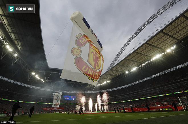 Chơi trò cút bắt, Ibrahimovic đưa Man United đăng quang trong nỗi lo thót tim - Ảnh 7.