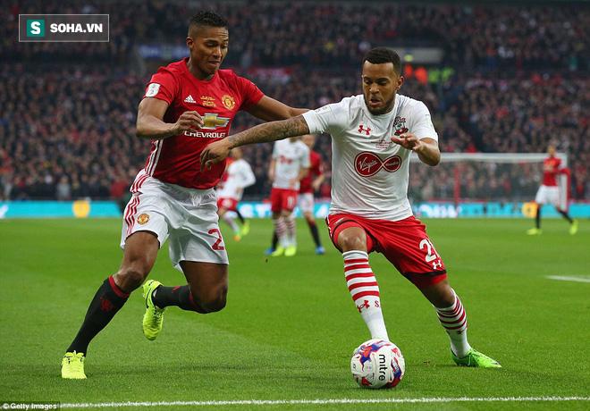 Chơi trò cút bắt, Ibrahimovic đưa Man United đăng quang trong nỗi lo thót tim - Ảnh 10.