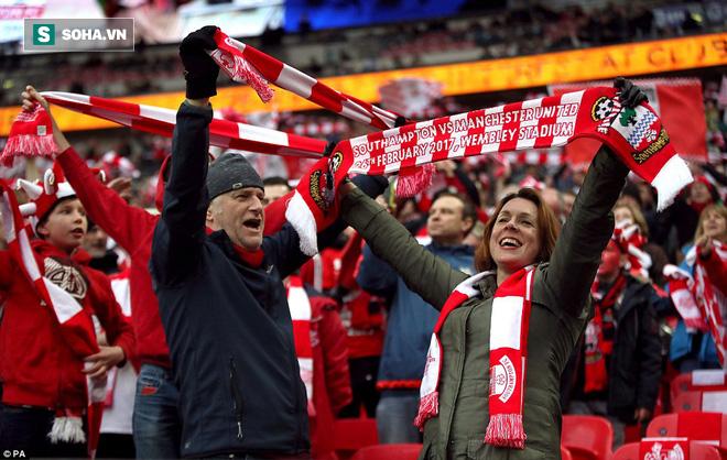 Chơi trò cút bắt, Ibrahimovic đưa Man United đăng quang trong nỗi lo thót tim - Ảnh 12.