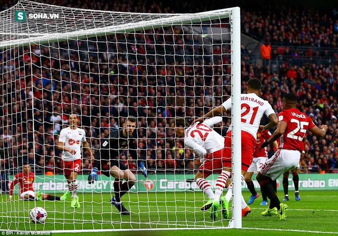 Chơi trò cút bắt, Ibrahimovic đưa Man United đăng quang trong nỗi lo thót tim - Ảnh 13.