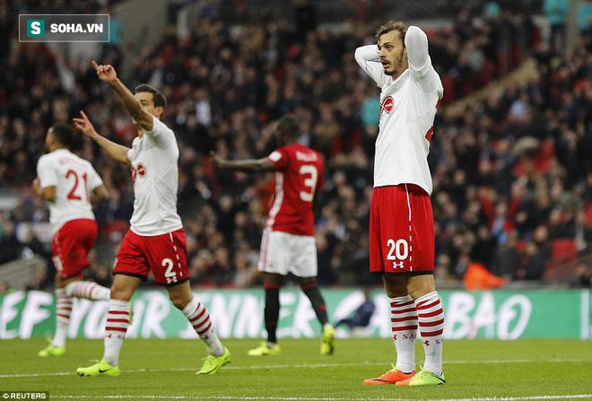 Chơi trò cút bắt, Ibrahimovic đưa Man United đăng quang trong nỗi lo thót tim - Ảnh 14.