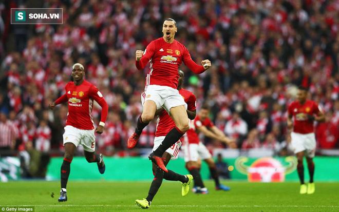 Chơi trò cút bắt, Ibrahimovic đưa Man United đăng quang trong nỗi lo thót tim - Ảnh 2.