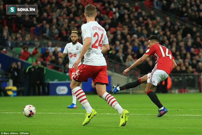 Chơi trò cút bắt, Ibrahimovic đưa Man United đăng quang trong nỗi lo thót tim - Ảnh 20.