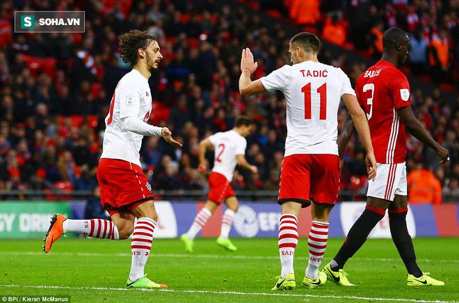 Chơi trò cút bắt, Ibrahimovic đưa Man United đăng quang trong nỗi lo thót tim - Ảnh 24.