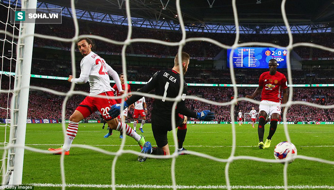 Chơi trò cút bắt, Ibrahimovic đưa Man United đăng quang trong nỗi lo thót tim - Ảnh 26.