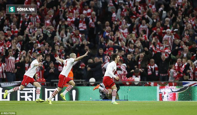 Chơi trò cút bắt, Ibrahimovic đưa Man United đăng quang trong nỗi lo thót tim - Ảnh 28.