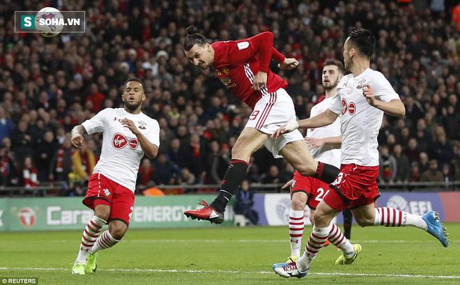 Chơi trò cút bắt, Ibrahimovic đưa Man United đăng quang trong nỗi lo thót tim - Ảnh 34.