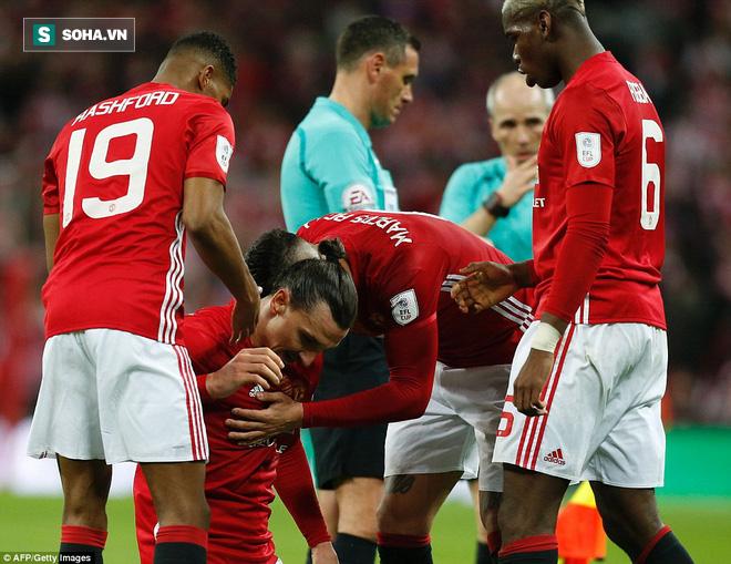 Chơi trò cút bắt, Ibrahimovic đưa Man United đăng quang trong nỗi lo thót tim - Ảnh 38.