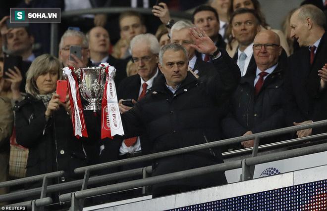 Chơi trò cút bắt, Ibrahimovic đưa Man United đăng quang trong nỗi lo thót tim - Ảnh 39.