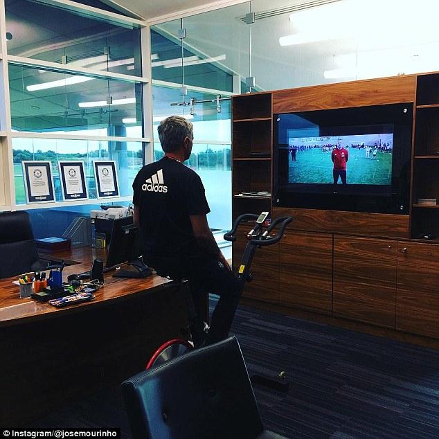 Mourinho chỉ ra sai lầm chết người khiến Man United khốn đốn của Sir Alex - Ảnh 3.