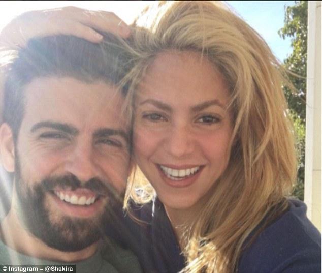 Vì Shakira, Pique bị Messi cấm cửa - Ảnh 1.