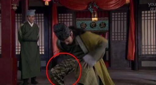 Sạn khiến diễn viên phát ngượng trong phim Hoa ngữ - Ảnh 3.