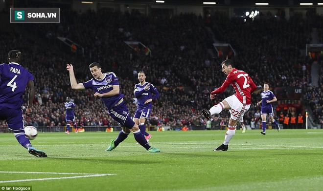 Đặt niềm tin vào Ibrahimovic, Mourinho khiến Old Trafford trải qua đủ 90 phút hãi hùng - Ảnh 1.