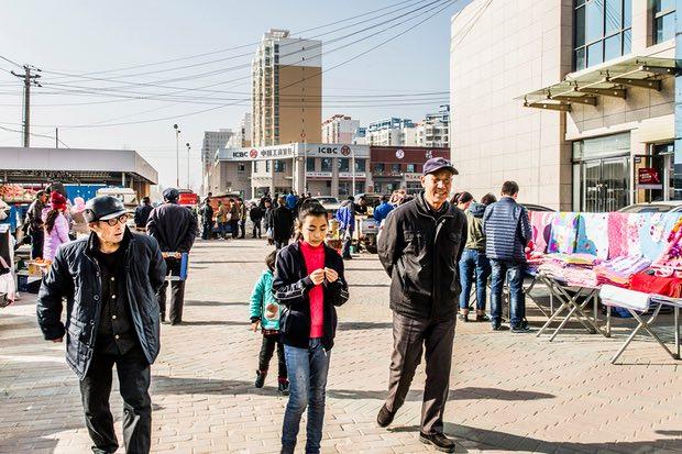 Những thành phố ma giữa lòng sa mạc ở Trung Quốc đang dần tỉnh giấc - Ảnh 6.