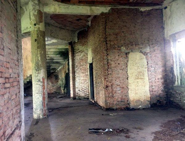 Bên trong biệt thự kiểu Pháp bị bỏ hoang hơn 40 năm ở Đồng Nai - Ảnh 4.