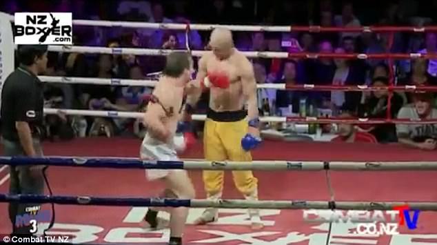 """Đệ nhất Thiếu Lâm khiến truyền thông Anh kinh ngạc vì khả năng """"giơ mặt cho đấm"""" - Ảnh 1"""
