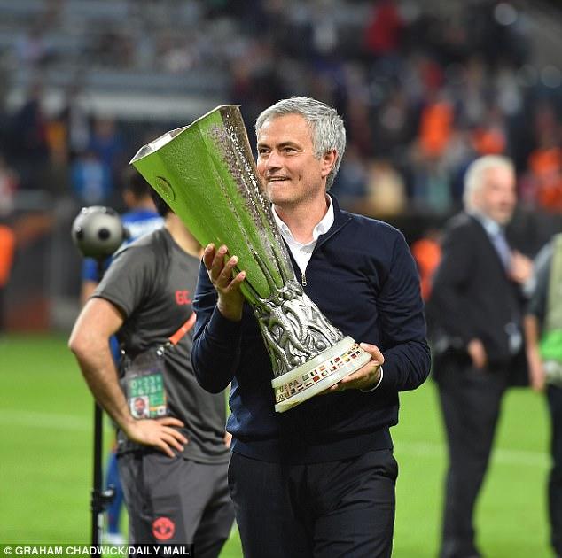 Mourinho miệng nói chán bóng đá, tay quăng kế hoạch 300 triệu lên bàn Man United - Ảnh 1.