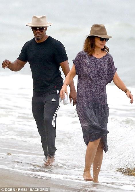 Thoát khỏi hợp đồng kỳ quặc hiệu lực 5 năm, vợ cũ Tom Cruise công khai bạn trai mới  - Ảnh 3.