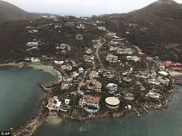 Siêu bão Irma đổ bộ như thước phim kinh dị, thổi bay nhà tù, hơn 100 tù nhân trốn thoát - Ảnh 1.