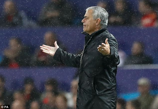 Man United thắng đậm, Mourinho vẫn nổi điên vì học trò - Ảnh 1.