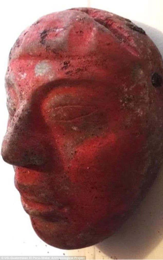 Khai quật mộ vua Maya 1.000 năm tuổi trong thành phố cổ, phát hiện điều kỳ quái - Ảnh 2.