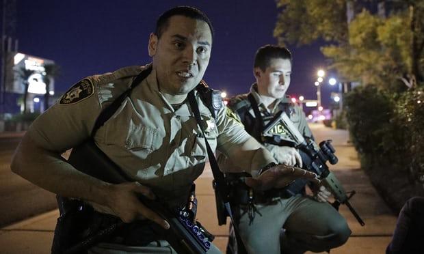 NÓNG: Hàng trăm phát súng xả vào đám đông ở Las Vegas, hơn 20 người thương vong, cảnh sát đã hạ một hung thủ - Ảnh 1.