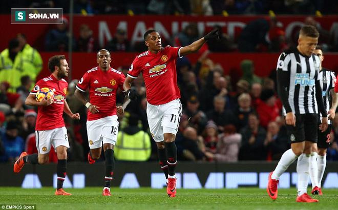 Tiết lộ điều khoản hiểm của Man United để ngăn Mourinho khỏi bàn tay PSG - Ảnh 1.