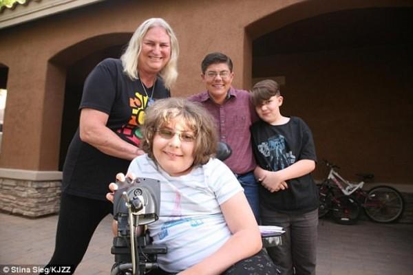 Gia đình độc nhất vô nhị, cả bốn thành viên đều là người chuyển giới - Ảnh 1.