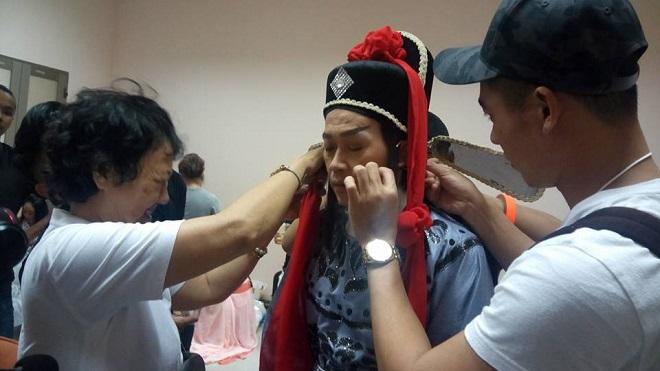 Buổi làm việc của chuyên gia make-up Phi Phi tại phim trường - Ảnh 5.