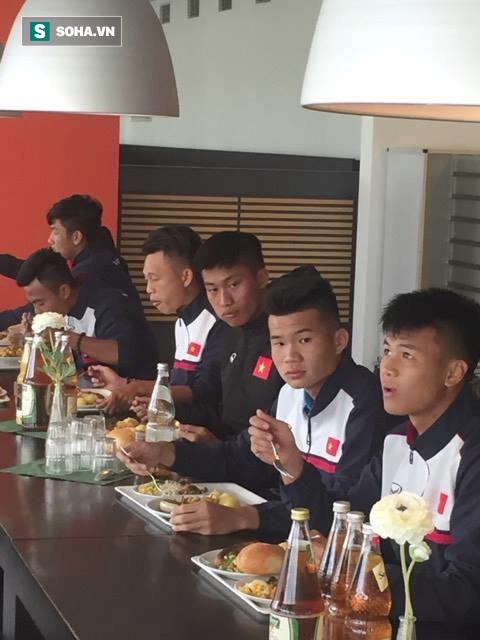 Gặp sự cố ngoài ý muốn, U20 Việt Nam vẫn vui như Tết trên đất Đức - Ảnh 6.