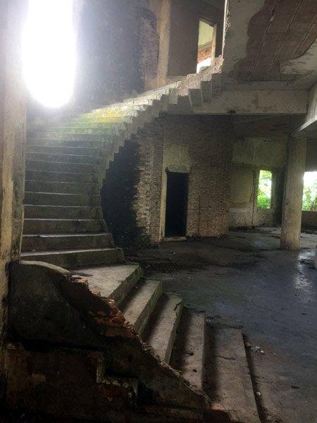 Bên trong biệt thự kiểu Pháp bị bỏ hoang hơn 40 năm ở Đồng Nai - Ảnh 5.