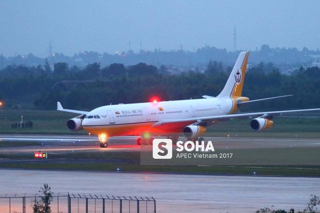 Quốc vương Brunei tự lái Cung điện bay siêu sang A340-212 tới Đà Nẵng dự APEC - Ảnh 12.