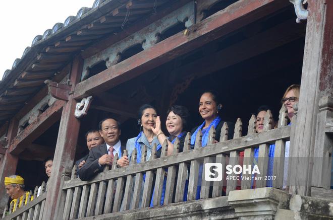 [ẢNH/VIDEO] Phu nhân/phu quân các lãnh đạo APEC hào hứng khám phá nét đẹp phố cổ Hội An - Ảnh 15.