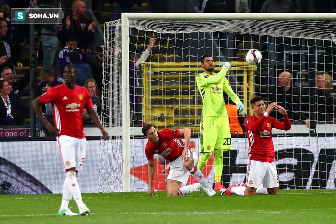 Sau sự dũng cảm phi thường, Mourinho sẽ quay lại với sự hèn nhát quen thuộc? - Ảnh 2.