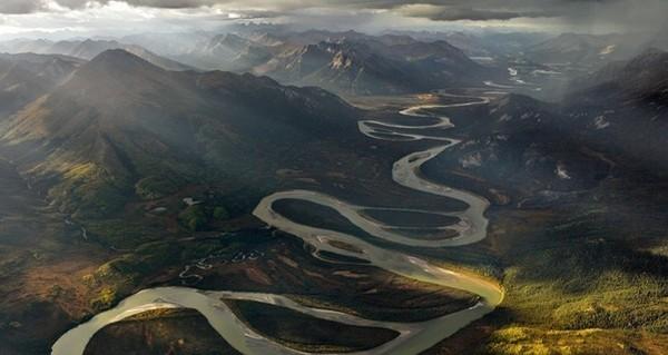 Tại sao các dòng sông không chảy theo đường thẳng? và câu trả lời thức tỉnh nhiều người! - Ảnh 1.