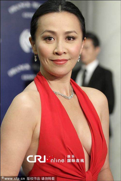 Vợ của Lương Triều Vỹ gây ngỡ ngàng vì nhan sắc gợi cảm dù đã 52 tuổi   - Ảnh 7.