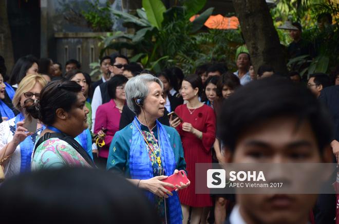 [ẢNH/VIDEO] Phu nhân/phu quân các lãnh đạo APEC hào hứng khám phá nét đẹp phố cổ Hội An - Ảnh 5.