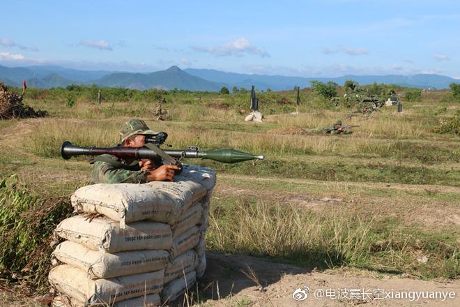 Hình ảnh diễn tập DT-17 của Việt Nam xuất hiện trên mạng Trung Quốc - Ảnh 3.