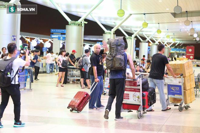 Chùm ảnh: Flores bay đêm, rời Việt Nam về Canada - Ảnh 13.