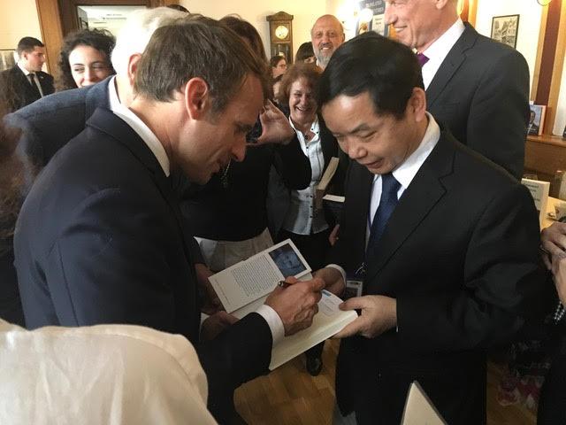 First News có bản quyền xuất bản sách của Tổng thống Pháp Macron - Ảnh 2.