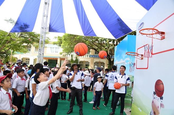 Hành trình 10 năm và 31,5 triệu ly sữa đến với 400 ngàn trẻ em Việt Nam - Ảnh 2.