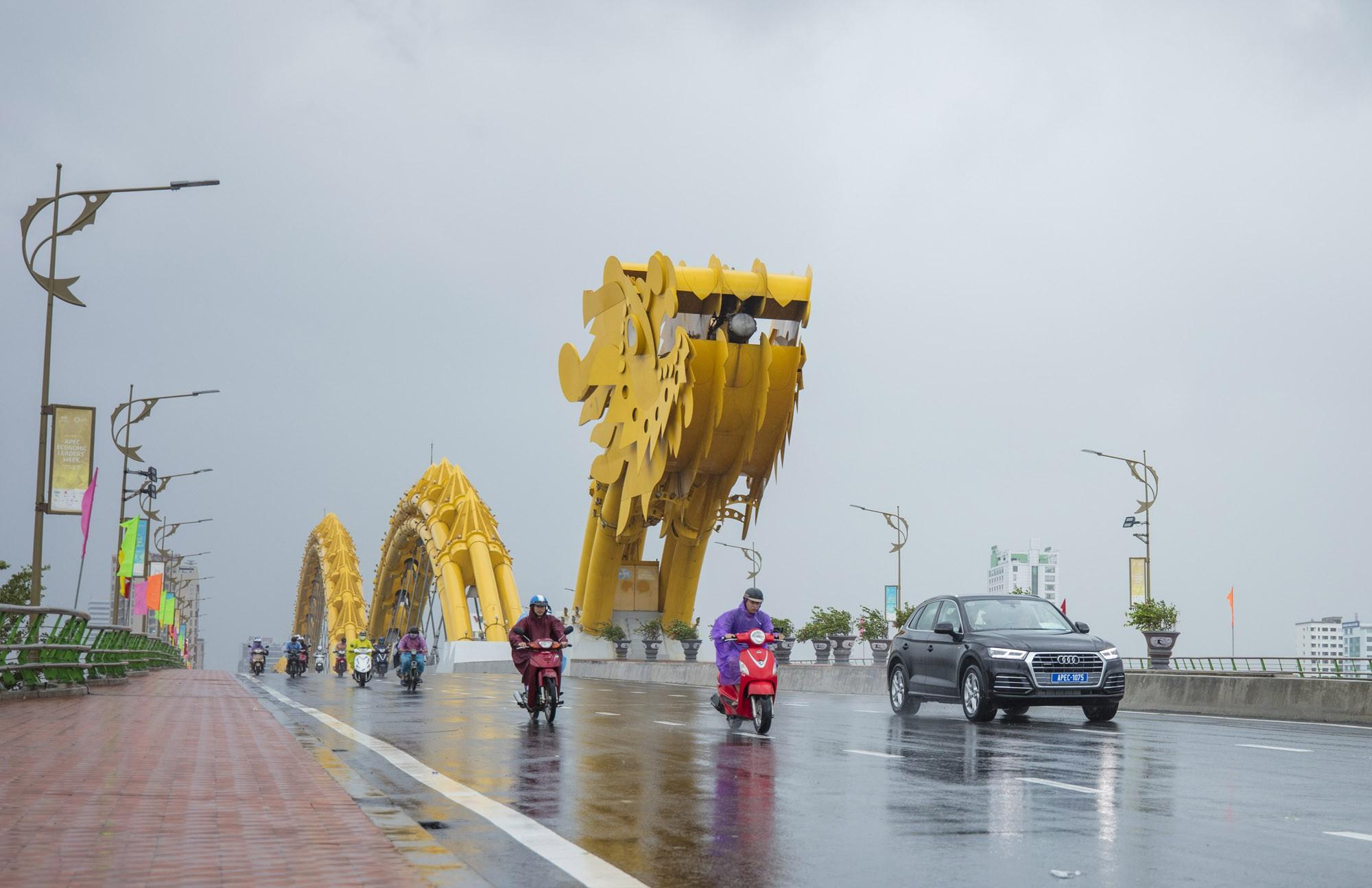 [PHOTO ESSAY] Toàn cảnh Đà Nẵng: Chạy đua với bão chuẩn bị cho khai mạc APEC - Ảnh 29.