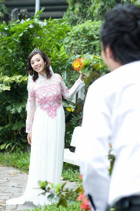Ảnh cưới 6 năm trước của hoa hậu hài Thu Trang và Tiến Luật - Ảnh 1.